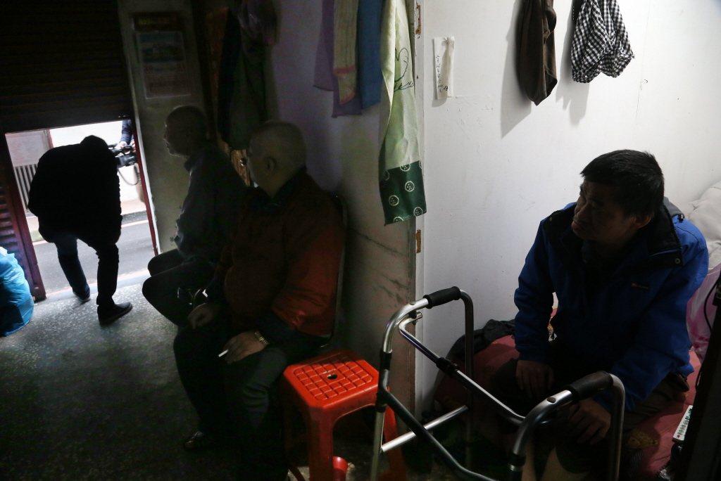 臺灣政府只承認「具低收認定的貧窮者」,這個向來於國際間自傲的「全球(幾乎)最低貧窮人數」。 圖/聯合報系資料照