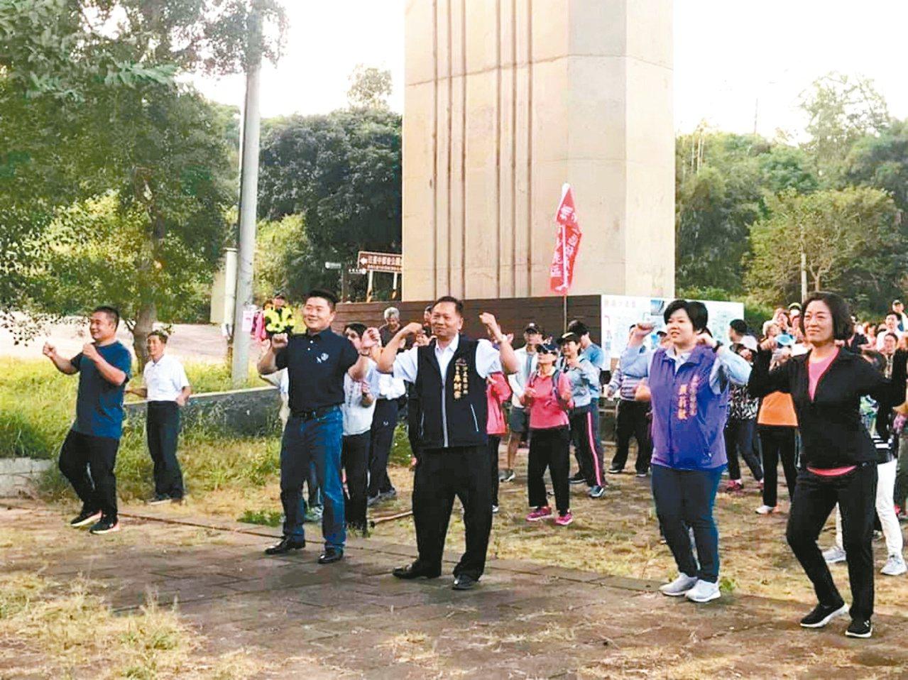 副議長顏莉敏(前排右二)也鼓勵大家多運動保持健康。圖/副議長顏莉敏服務處提供