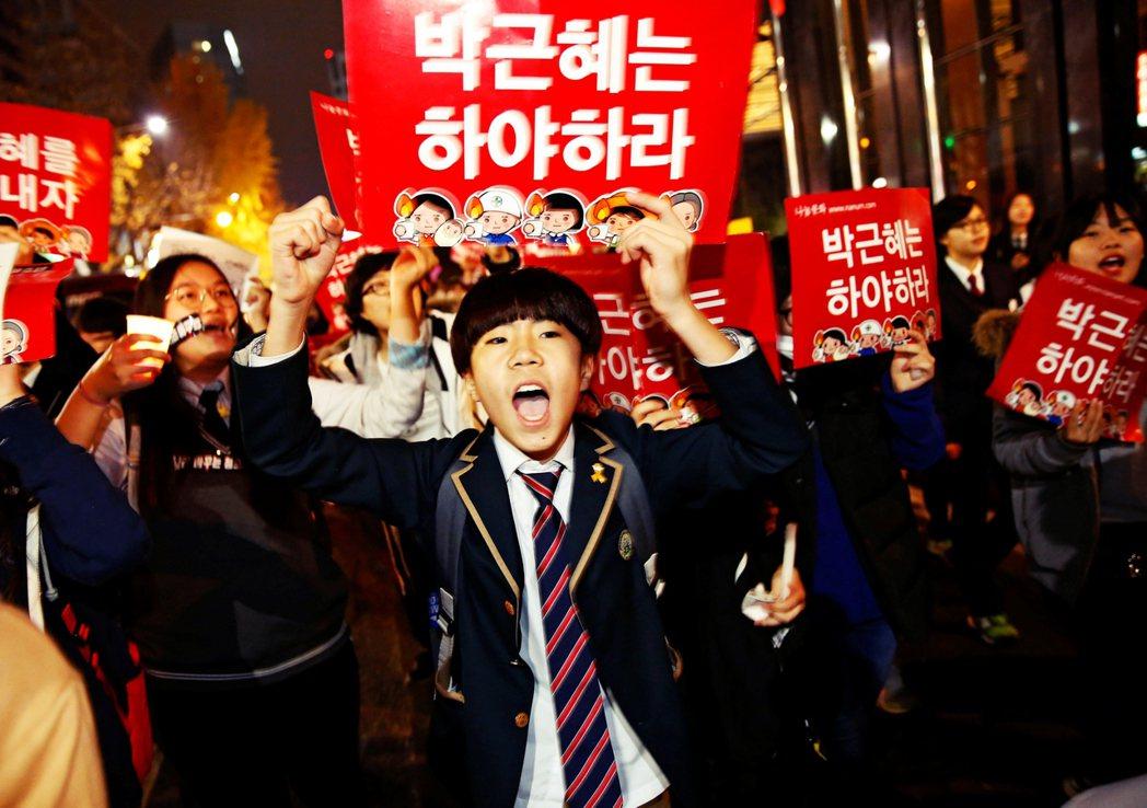 一連串重大獨家新聞,衝擊南韓政界與社會,讓JTBC成為南韓、甚至是亞洲媒體界的新...