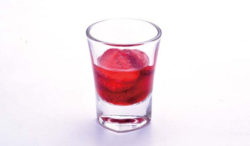 草莓鮮果茶。 圖/周禎和攝影