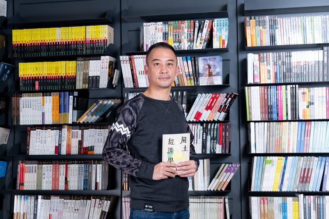 洪震宇集結10年田野經驗,出版《風土經濟學》一書,分享如何靠小旅行活化地方。 圖...