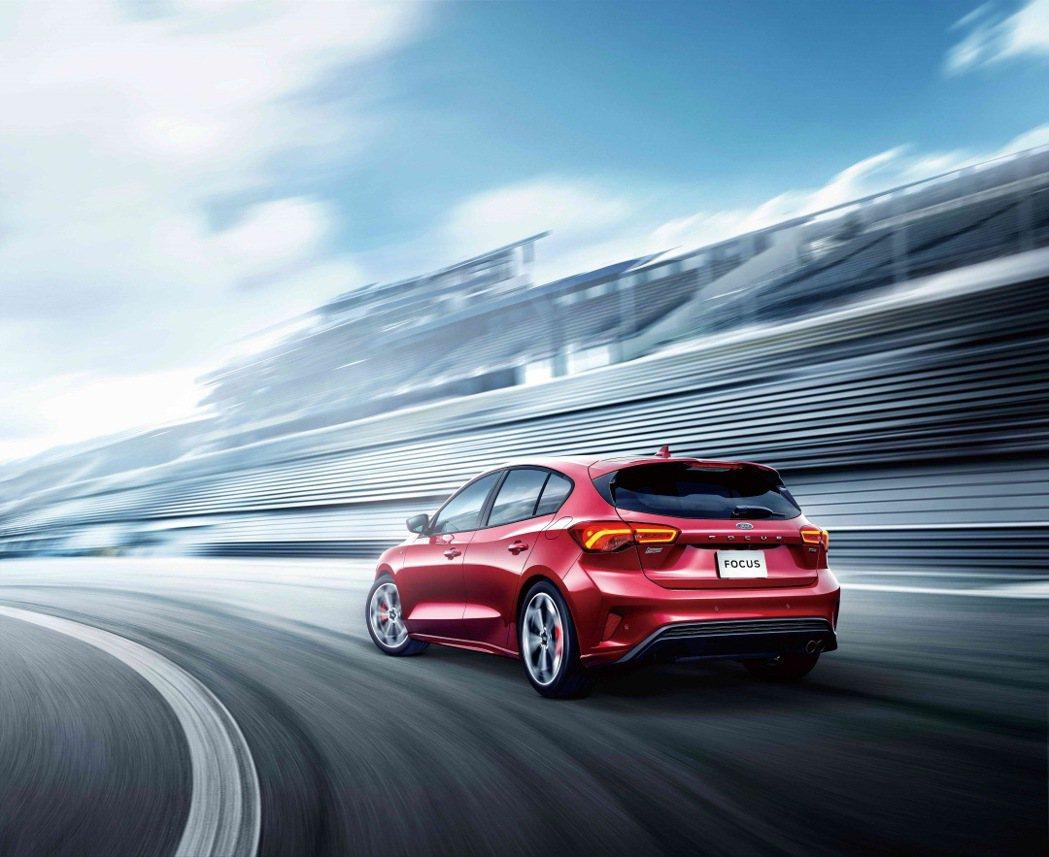 價格92.8萬的Focus ST-Line Lommel賽道特化版,相較於五門S...