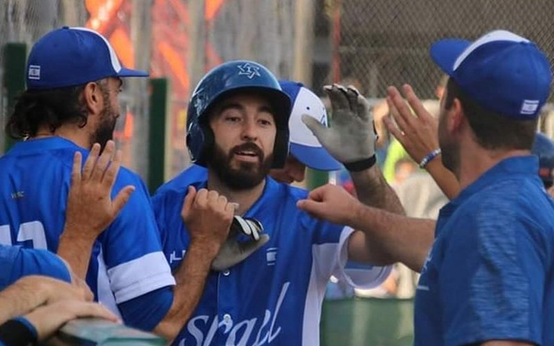 沃夫(中)於去年歐洲棒球錦標賽,助以色列打進奧運。擷圖自推特