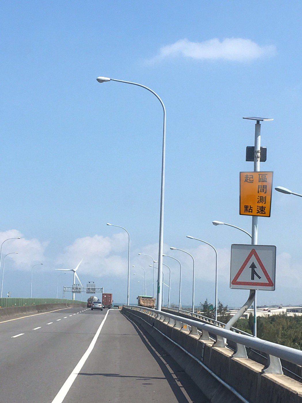 台61線西濱快速道路南下、北上目前各有4處實施區間測速,苗栗警方提醒用路人主意速...