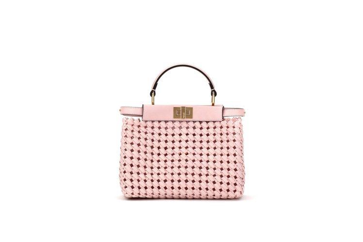 粉色Mini Peekaboo,15萬2,000元。圖/FENDI提供