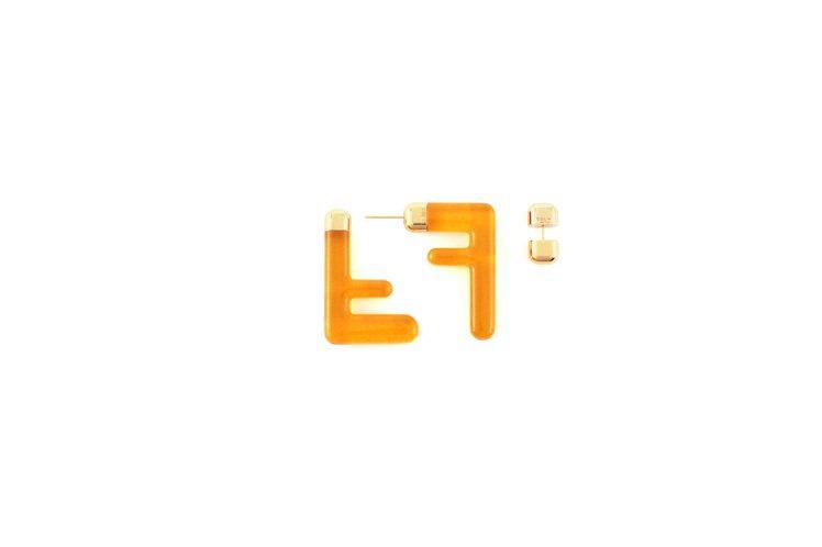 FF Logo設計耳環,19,800元。圖/FENDI提供