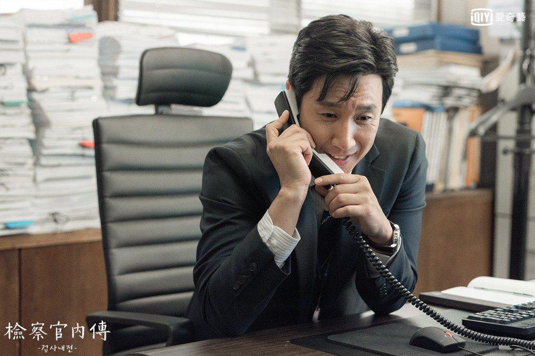 李善均挑戰檢察官角色。圖/摘自愛奇藝台灣站