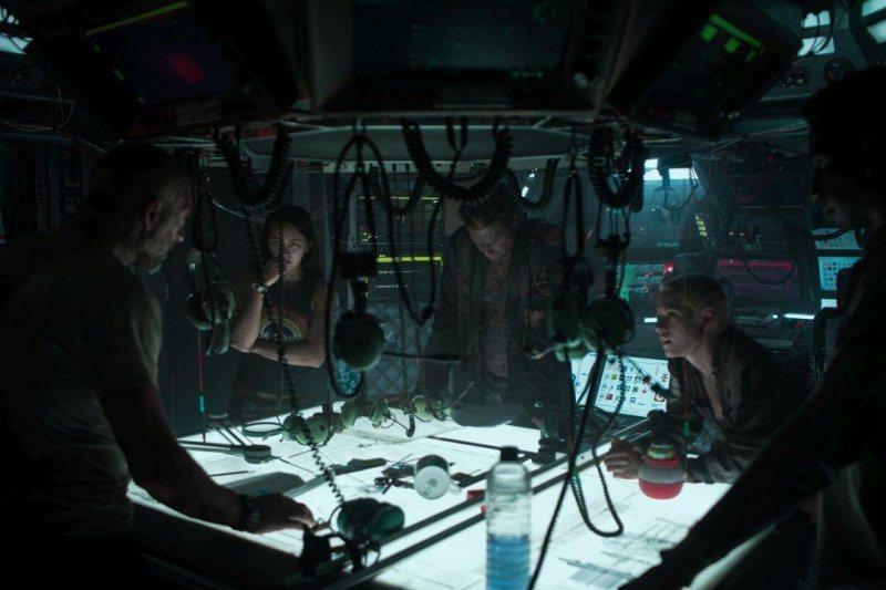 「深海終劫站」是春節唯一驚悚恐怖片,一群駐紮於海底的研究人員將面對史上最可怕的深...