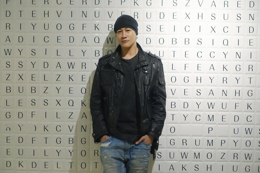 久違的何潤東宣布2020將自編自導新戲「誰在你身邊」。圖/頤東娛樂提供