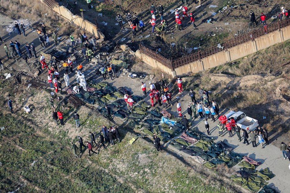 烏克蘭國際航空編號PS752的波音737-800客機8日在伊朗境內墜毀,官方證實機上176人全數罹難,地面上可見擺滿大量屍袋。法新社