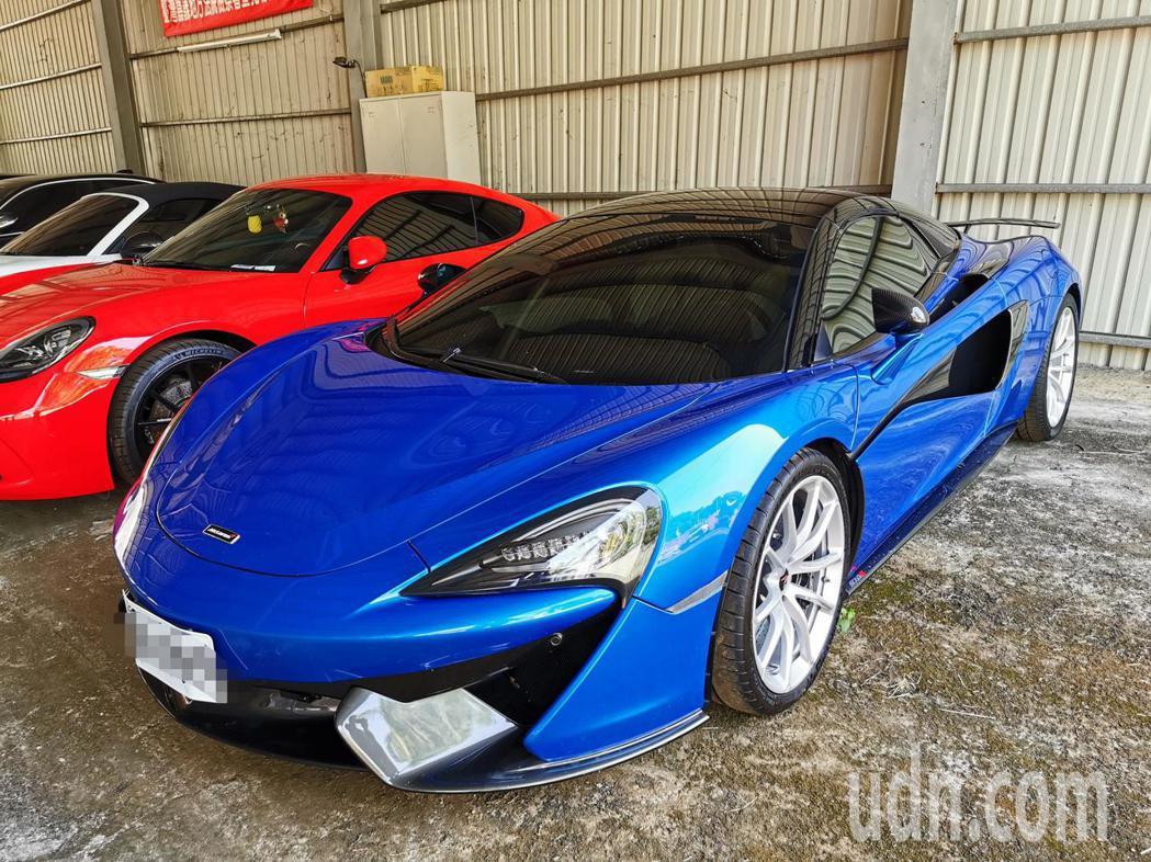 寶藍色麥拉倫今天初步鑑價650萬元。記者卜敏正/攝影