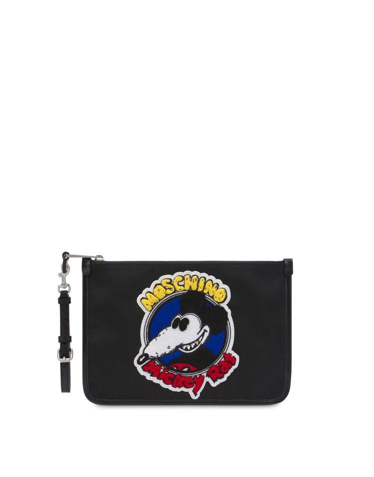 農曆新年Mickey Rat限量膠囊系列手拿包,16,800元。圖/MOSCHI...