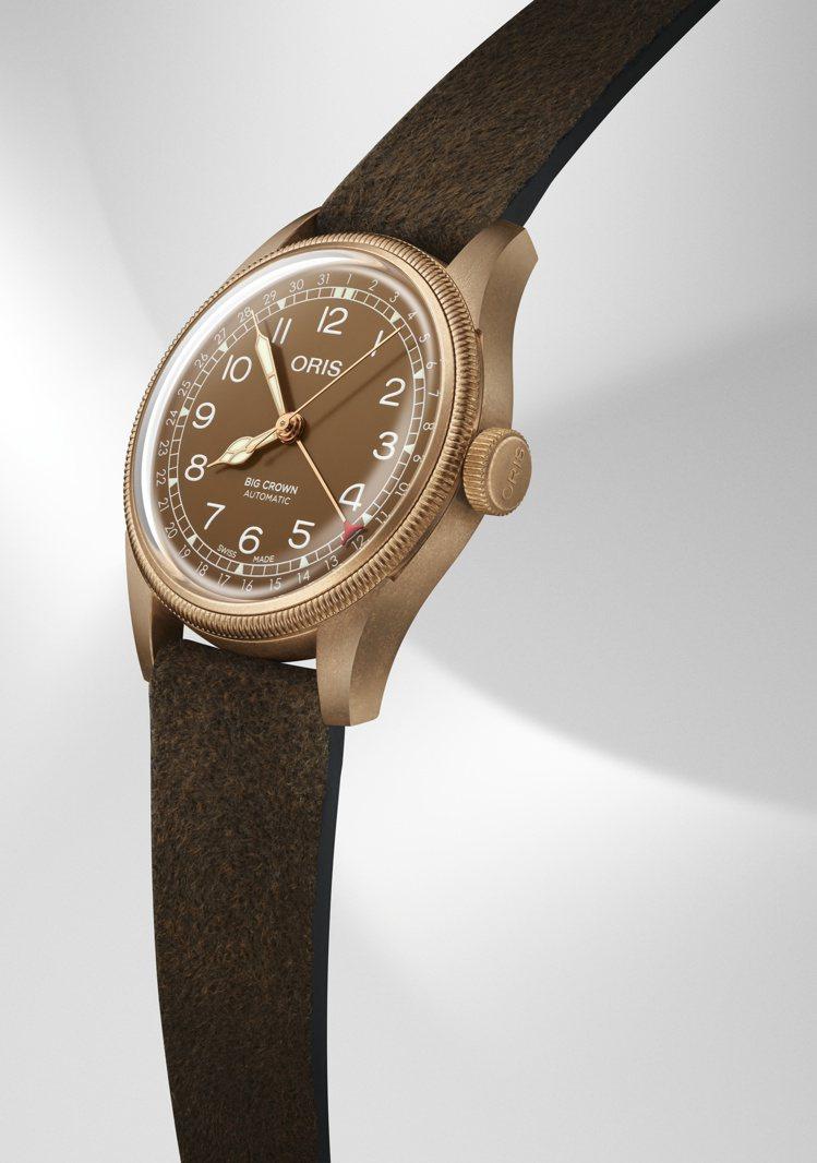 ORIS,指針式日期青銅腕表,以1938年發行的復古款式為靈感,並首次在表殼和表...