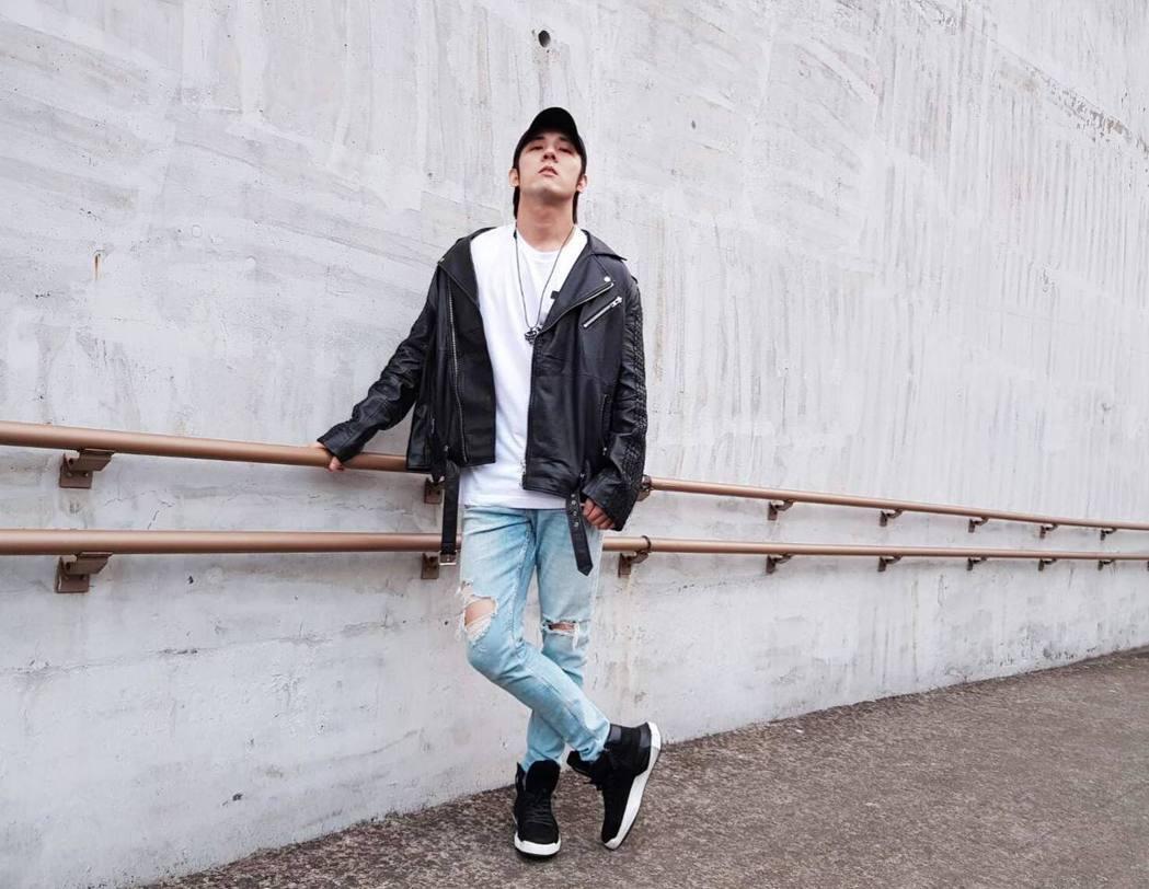 張傑接連推出2首新歌「缺陷美」、「神算」。圖/摘自臉書