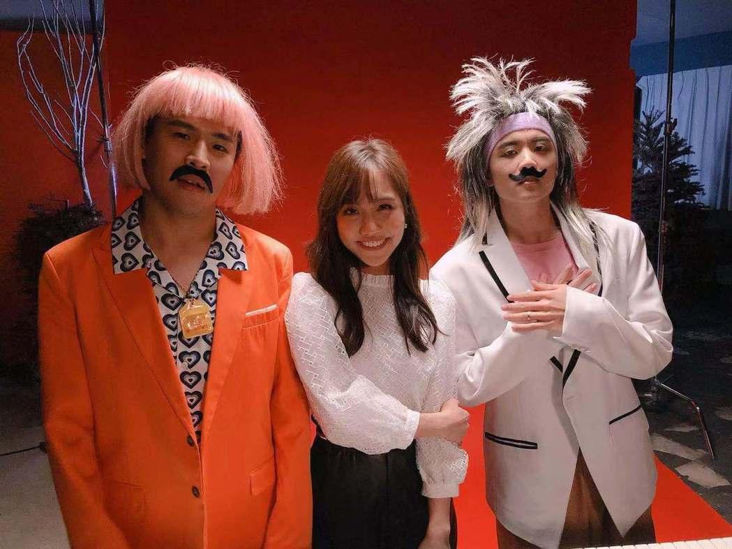 屁孩(左起)的「主打歌」MV邀來蔡佩軒、rgry合作。圖/索尼提供
