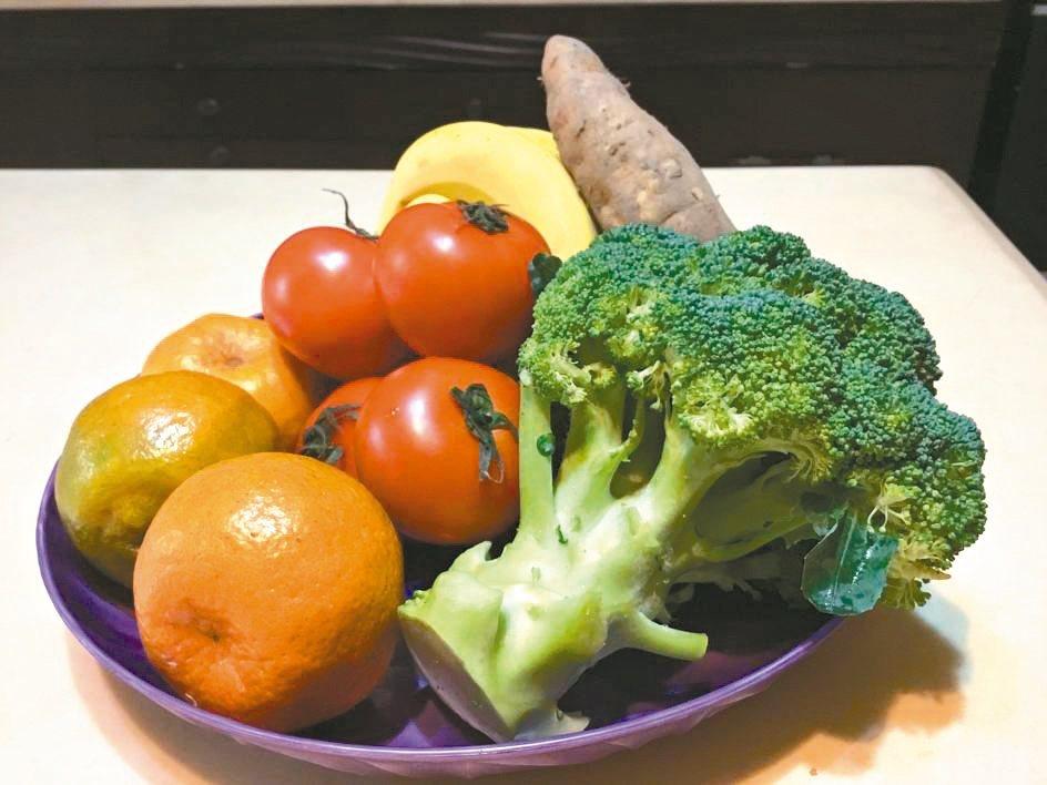 過年當然可以大吃特吃,但記得要聰明吃,多吃些蔬果準沒錯,屆時會發現,其實整個過年...
