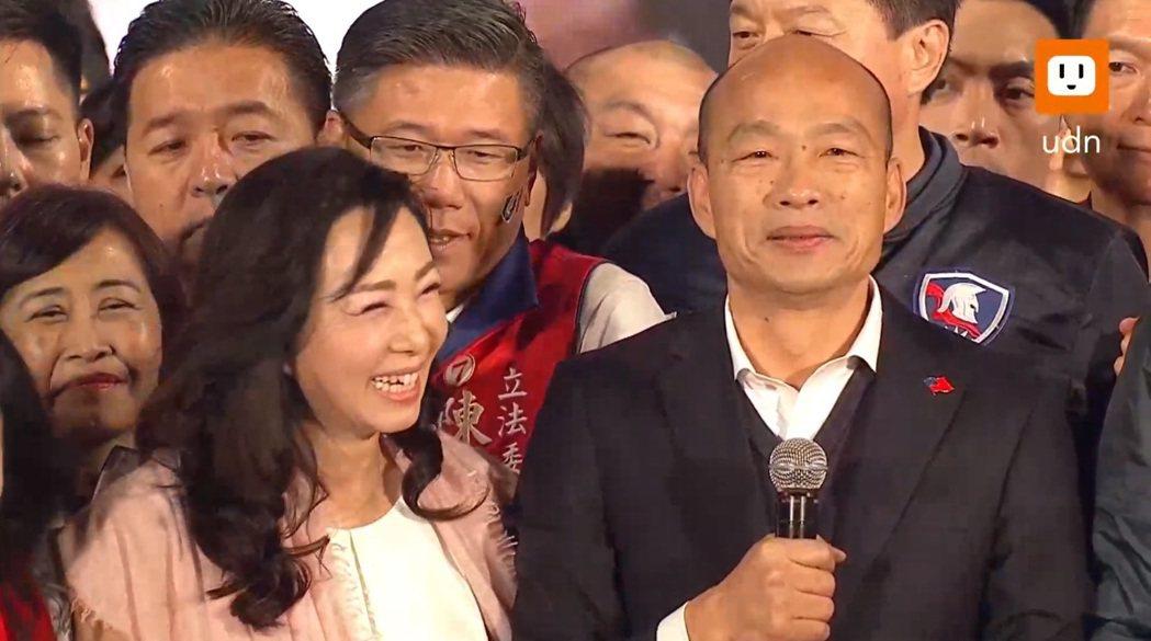 韓國瑜與太太李佳芬同台。圖/聯合新聞網直播