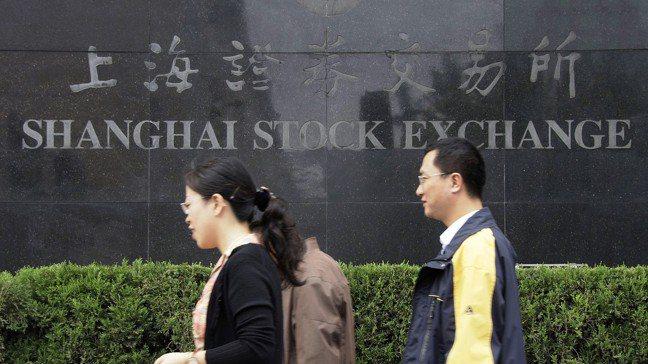 大陸股市出現「失落的十年」,但不少投資人仍看好後市。 美聯社