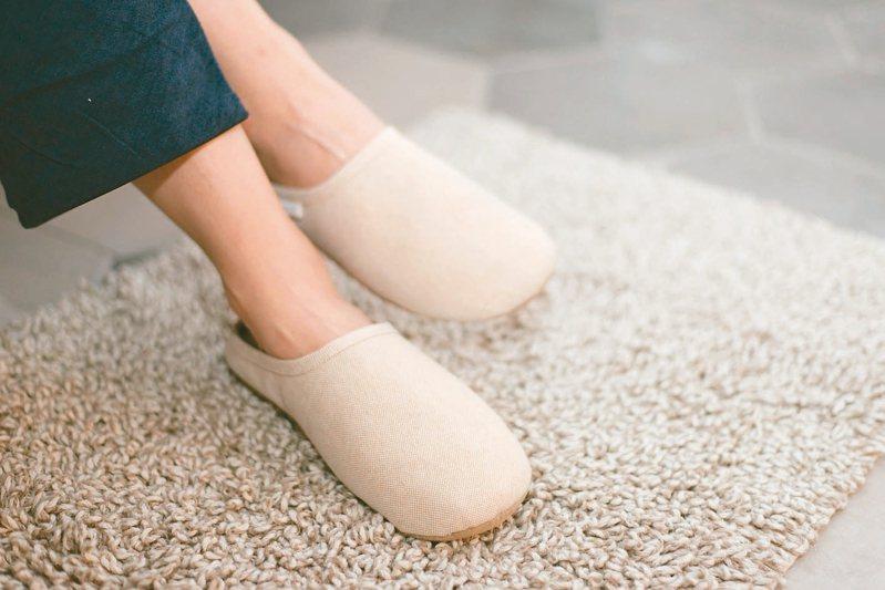 山白竹和紙拖鞋。 圖/UCHINO提供