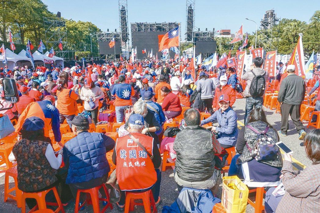 國民黨總統候選人韓國瑜晚上將於凱道舉行造勢晚會,接近中午時候已經有不少民眾到現場...
