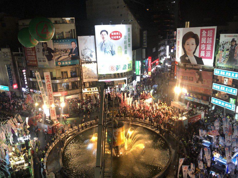 總統、立委選舉11日投票,嘉義市明晚舉辦「選前之夜」將進行交通管制。圖為2018年九合一選前之夜場景。 圖/聯合報系資料照片