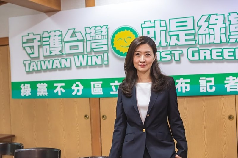 這次選舉各小黨的不分區名單中,有多位高知名度、具不同專業的女性候選人。圖為鄧惠文...