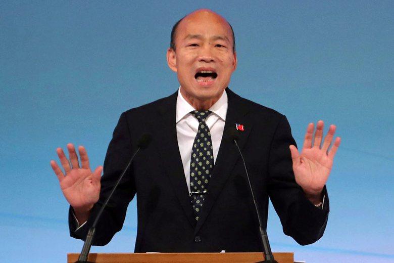 韓國瑜的第一輪提問,問其他兩位候選人「是否相信有神」,這個沒頭沒腦的問題讓其他兩位候選人很難認真回答。 圖/美聯社