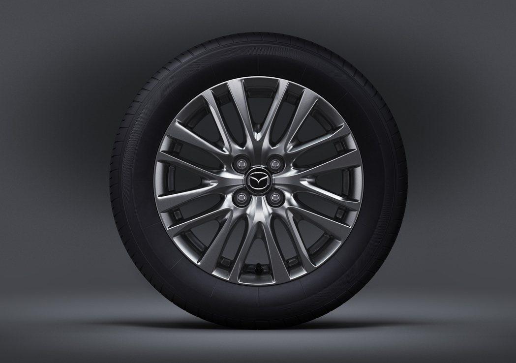搭配全新16吋輪圈,在原有的年輕動感氛圍中更顯俐落姿態。 圖/ MAZDA提供