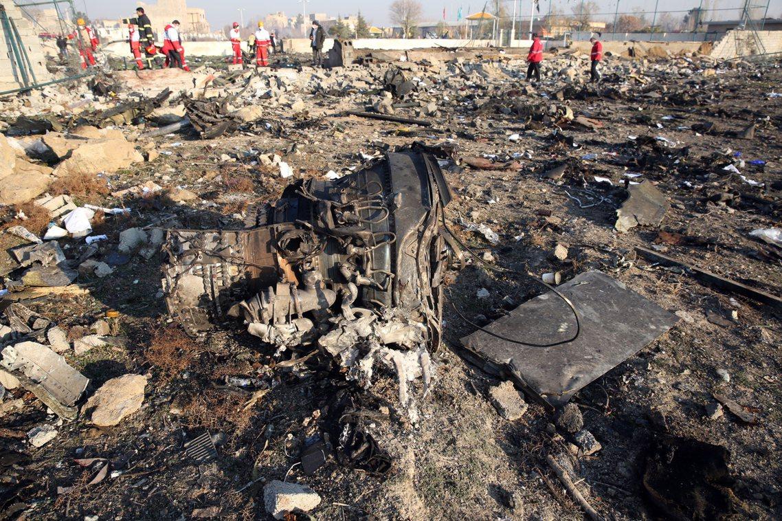 空難發生後,德黑蘭警消與伊朗紅新月會的救難隊,也於同日上午尋獲了俗稱「黑盒子」飛...