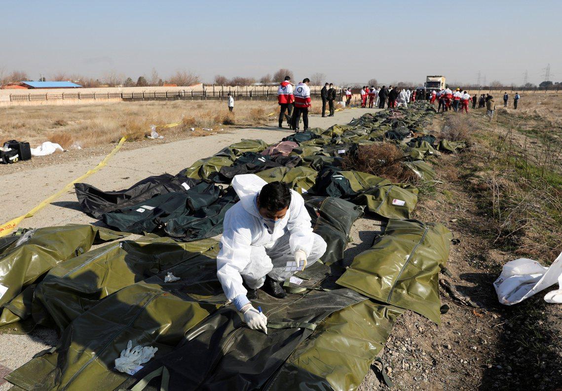 由於空難發生在伊朗境內,因此主要指揮權,是由伊朗政府與伊朗民航局負責,照「常態狀...