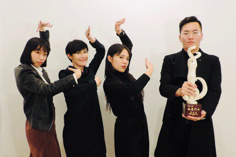 「我們都有病」團隊,由Ruru(左起)、Mina、Ani和Eric共組,倡議友善...