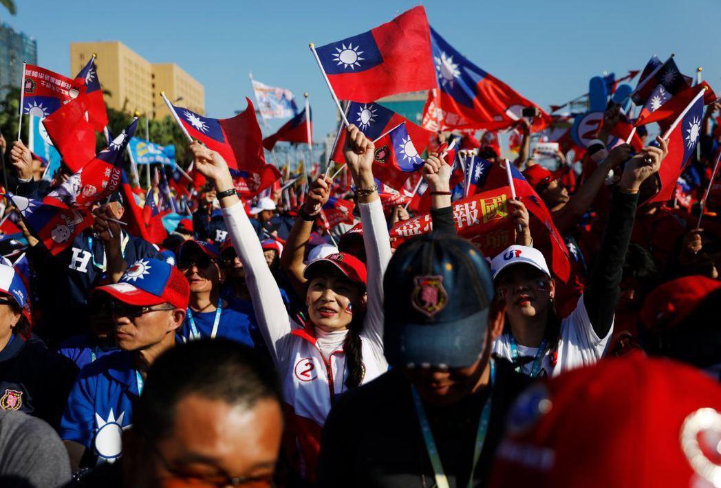 《路透社》報導指出,韓的民調落後總統蔡英文太多,因而呼籲支持者拒絕民調。 圖/歐新社