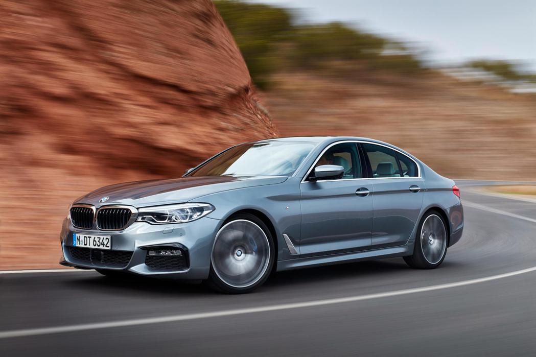 本月入主BMW_5系列除享零頭款、低月付9,900元起多元分期優惠外,再享日本星...