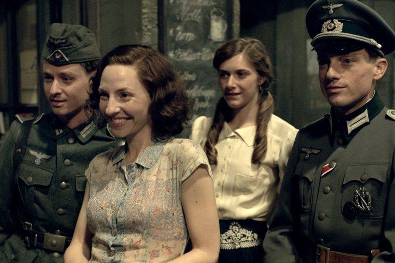 《我們的母輩父輩們》劇照。 圖/IMDb