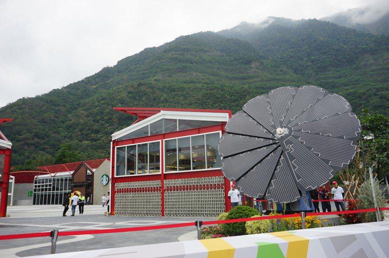台泥集團在花蓮和平水泥廠內打造DAKA園區,有戶外太陽能裝置藝術和平花。記者王燕華/攝影