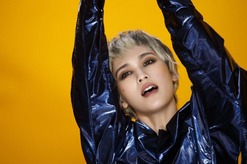 楊丞琳在MV中盡情舞動。圖/EMI提供
