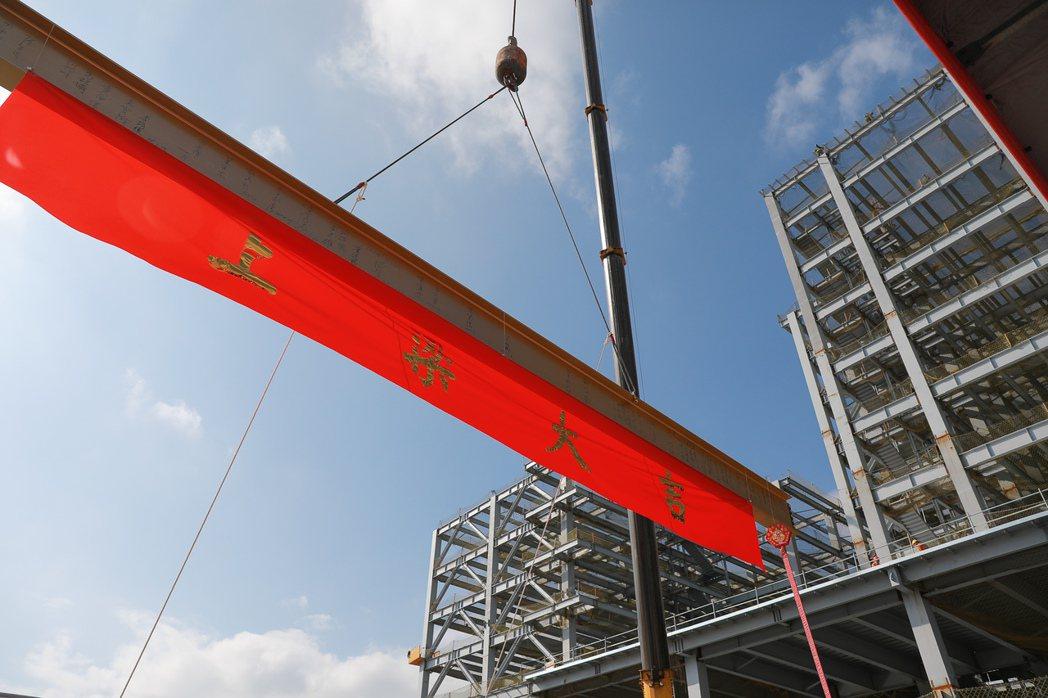 新北寶高智慧產業園區去年8月16日實質開工,目前工程進度41%,今天舉行上樑儀式...