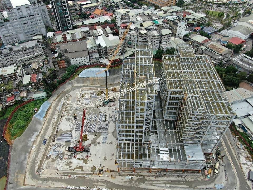 寶高園區為4.1公頃的乙種工業區,將興建地下二層、地上九層之三棟鋼構建築物,估創...