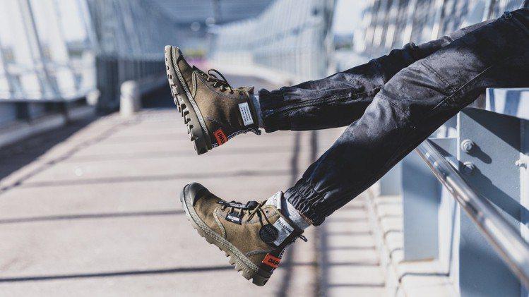 PAMPA LITE OVERLAB標籤潮靴,售價2,480元。圖/PALLAD...