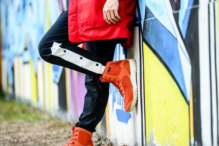 UA結合戶外風格打造的全新靴款「Valsetz Cordura」休閒靴。圖/UN...