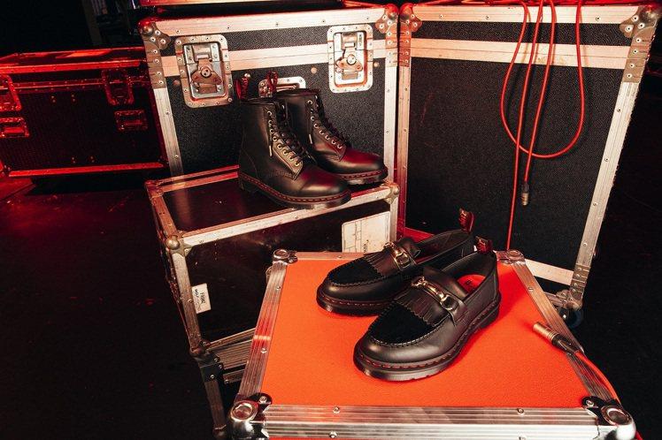 英倫靴牌Dr. Martens推出兩款新年限定版鞋靴。圖/Dr. Martens...