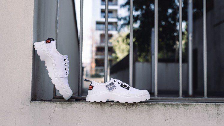 PALLAKIX OVERLAB標籤潮靴,售價2,480元。圖/PALLADIU...
