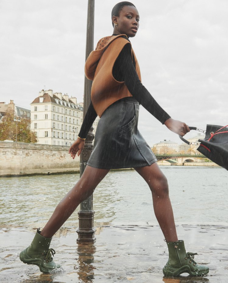 軍綠色LV Archlight sneaker boots超帥氣。圖/LV提供