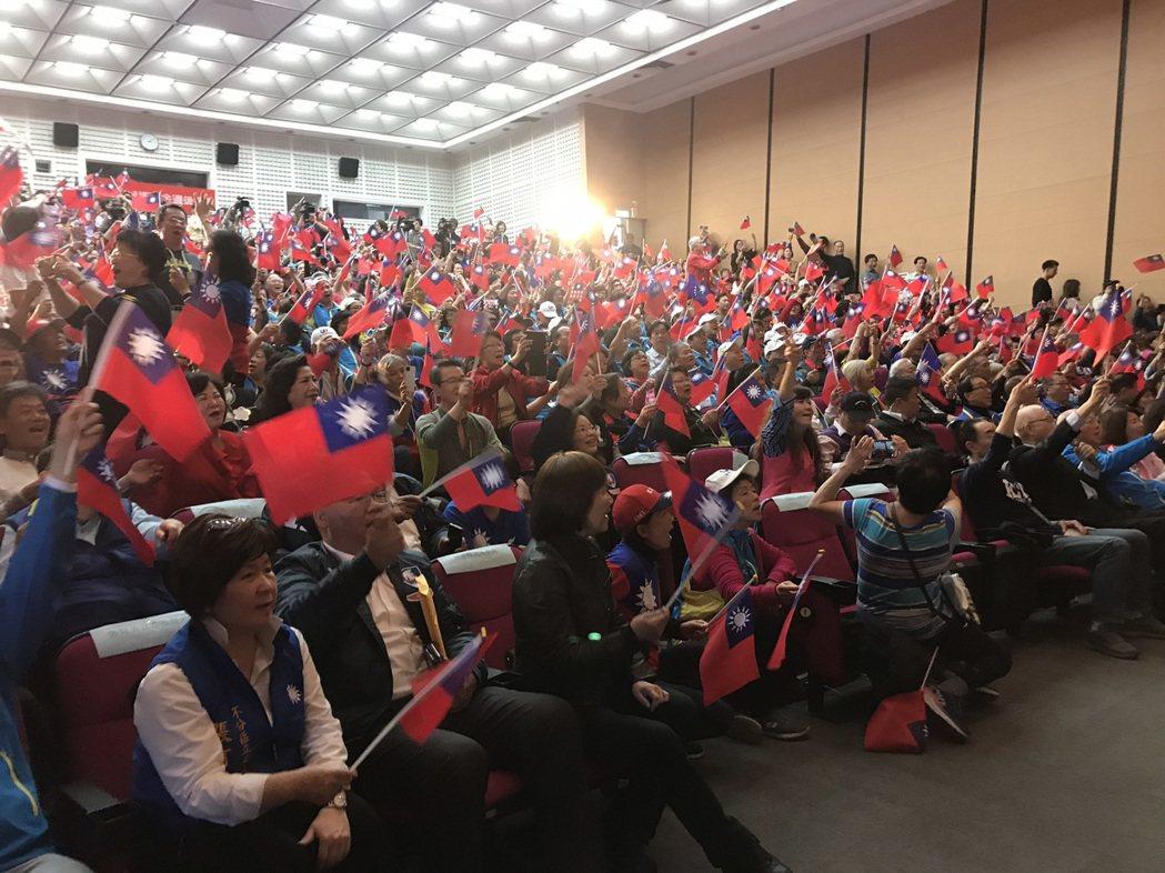國民黨主席吳敦義今天出席四海同心團結造勢大會,現場集結各地歸來之海外僑胞700多...