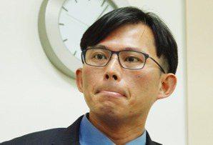 當初狂打私菸案選前表態挺蔡 綠黨酸<u>黃國昌</u>「投機」