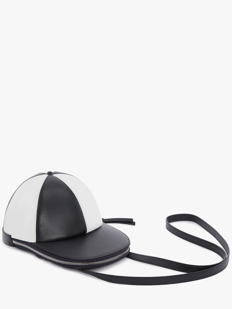 JW Anderson帽子包,售價26,980元。圖/ARTIFACTS提供