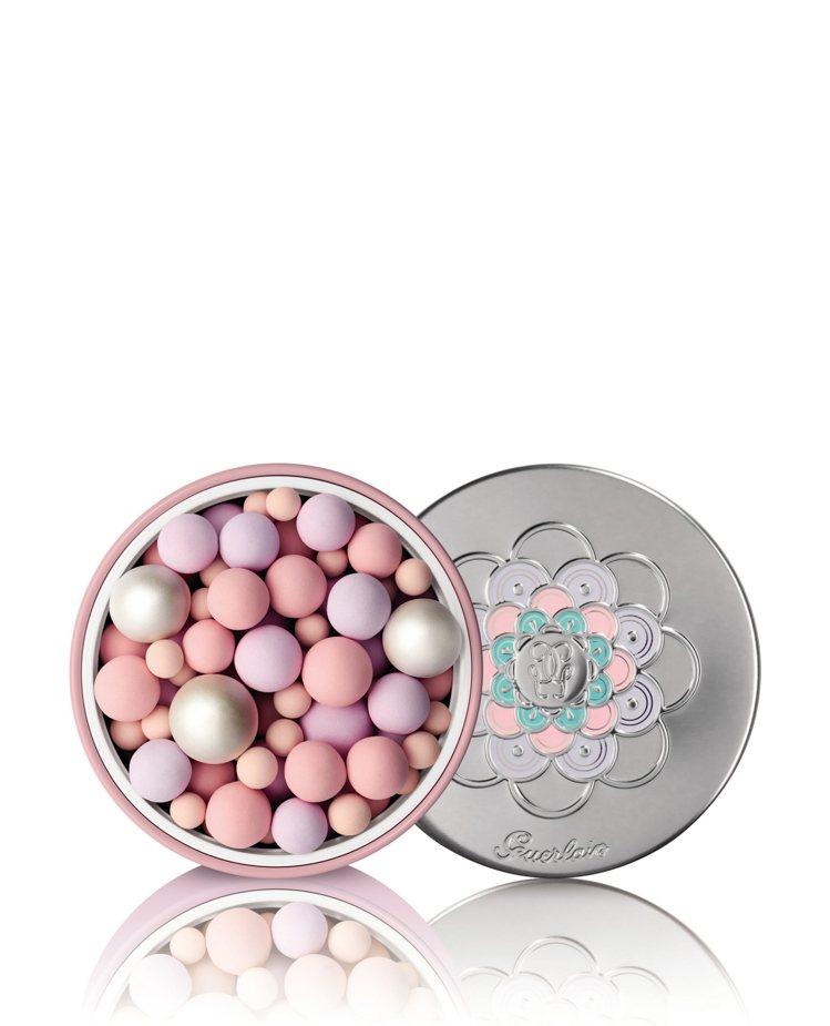 嬌蘭幻彩流星蜜粉球/漫天粉櫻限量版/2,480元。圖/嬌蘭提供