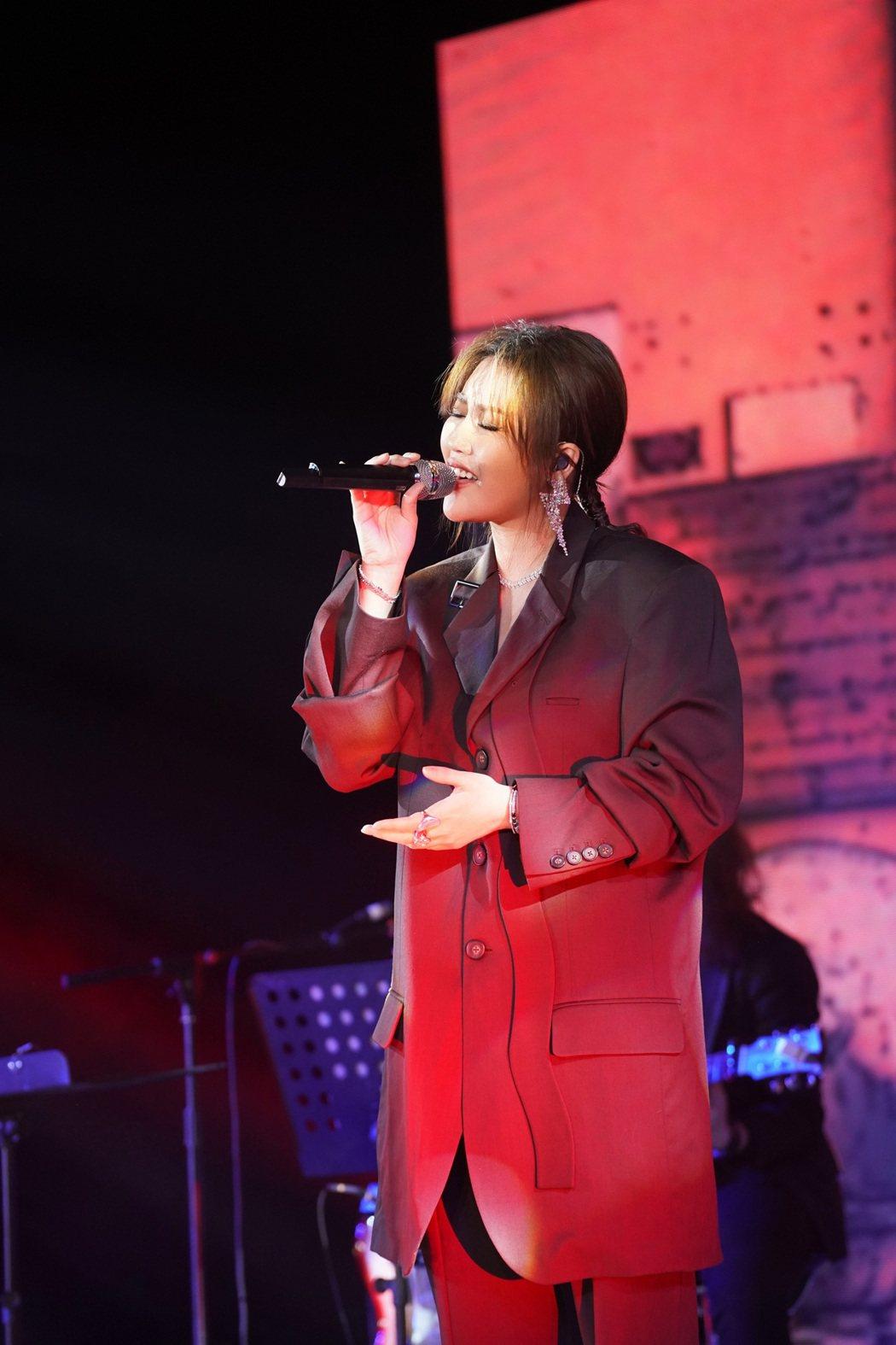A-Lin今於北京舉辦「Lin距離」小型免費音樂會,並宣布「Panssenger...
