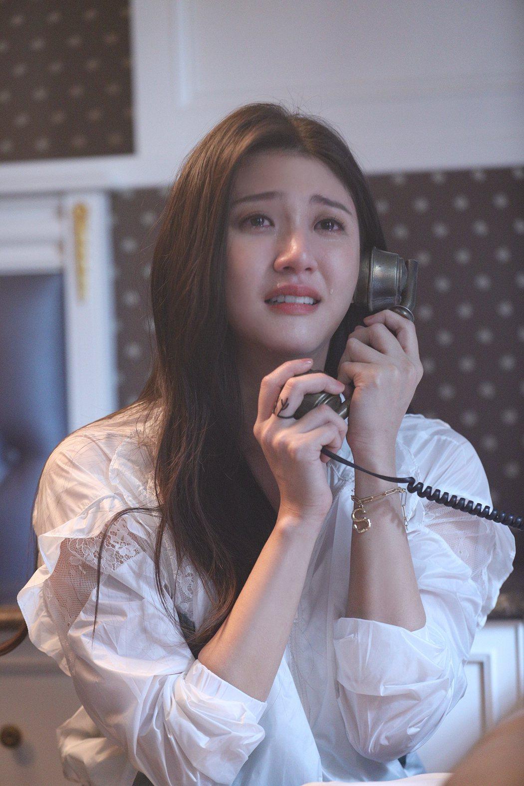 林逸欣在MV中展現演技。圖/旋轉娛樂提供