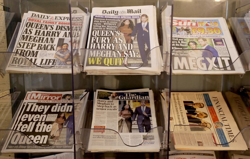 1月9日日出刊的英國各大報章均以哈利梅根宣布退出王室資深成員為頭條新聞。美聯社